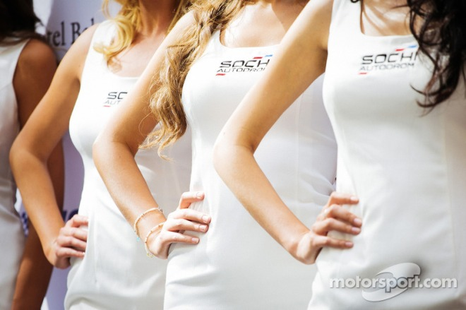 f1-moscow-city-racing-2014-lovely-sochi-girls